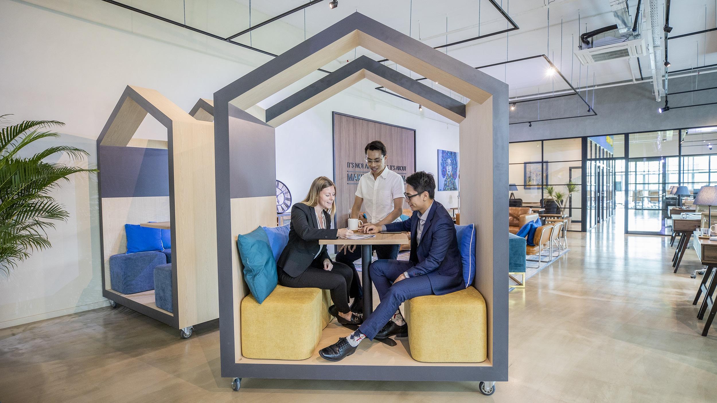 workfriendly hot desks by storefriendly