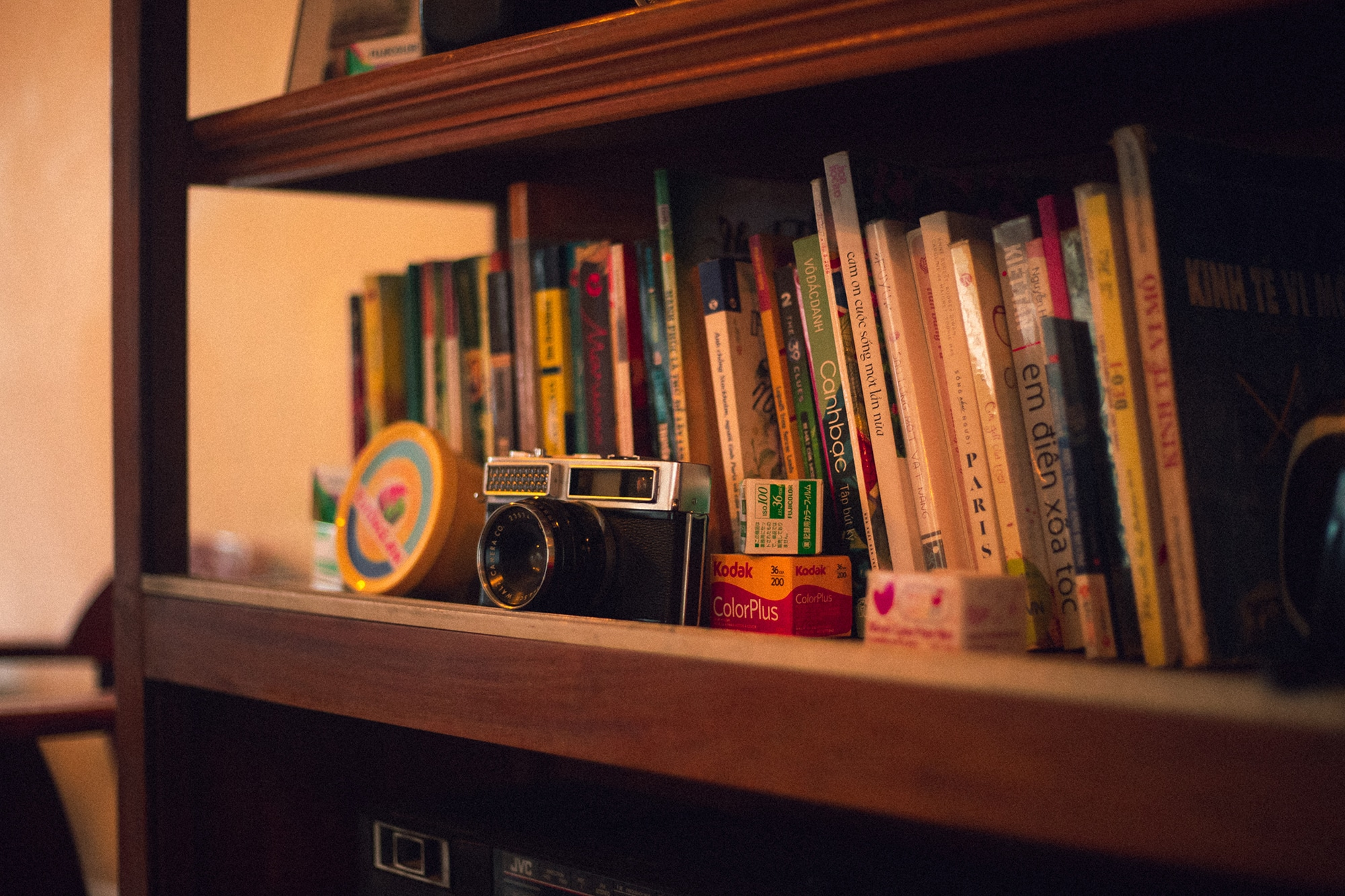 How To Reorganise Your Bookshelf